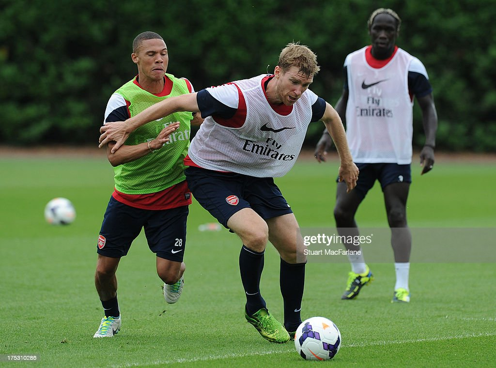 <a gi-track='captionPersonalityLinkClicked' href=/galleries/search?phrase=Kieran+Gibbs&family=editorial&specificpeople=4192585 ng-click='$event.stopPropagation()'>Kieran Gibbs</a> and <a gi-track='captionPersonalityLinkClicked' href=/galleries/search?phrase=Per+Mertesacker&family=editorial&specificpeople=207135 ng-click='$event.stopPropagation()'>Per Mertesacker</a> of Arsenal in action during a training session at London Colney on August 02, 2013 in St Albans, England.