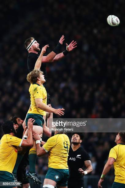 Kieran Read of the All Blacks competes with Michael Hooper of the Wallabies in the lineout during The Rugby Championship Bledisloe Cup match between...