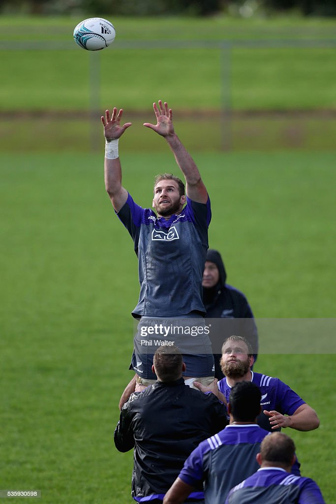 Kieran Read of the All Blacks takes the ball in the lineout during a New Zealand All Blacks training session at Trusts Stadium on May 31, 2016 in Auckland, New Zealand.