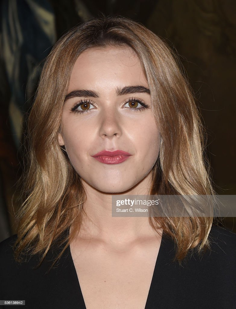 <a gi-track='captionPersonalityLinkClicked' href=/galleries/search?phrase=Kiernan+Shipka&family=editorial&specificpeople=5535048 ng-click='$event.stopPropagation()'>Kiernan Shipka</a> arrives for the Christian Dior showcase of its spring summer 2017 Cruise collection at Blenheim Palace on May 31, 2016 in Woodstock, England.
