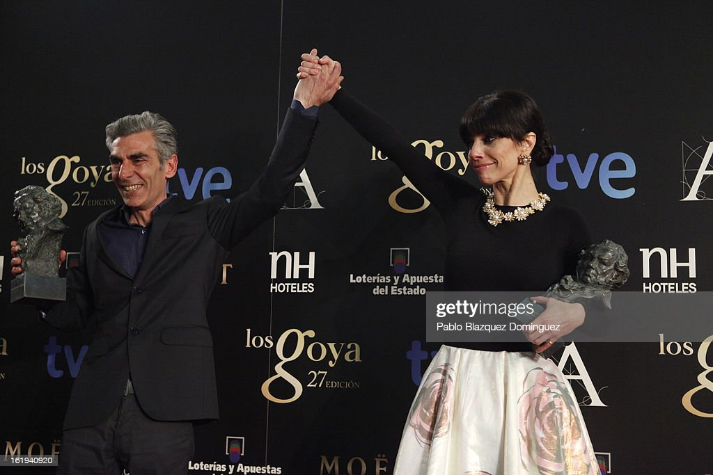 Kiko de la Rica and Maribel Verdu holds their award for the flim 'Blancanieves'during the 2013 edition of the 'Goya Cinema Awards' ceremony at Centro de Congresos Principe Felipe on February 17, 2013 in Madrid, Spain.