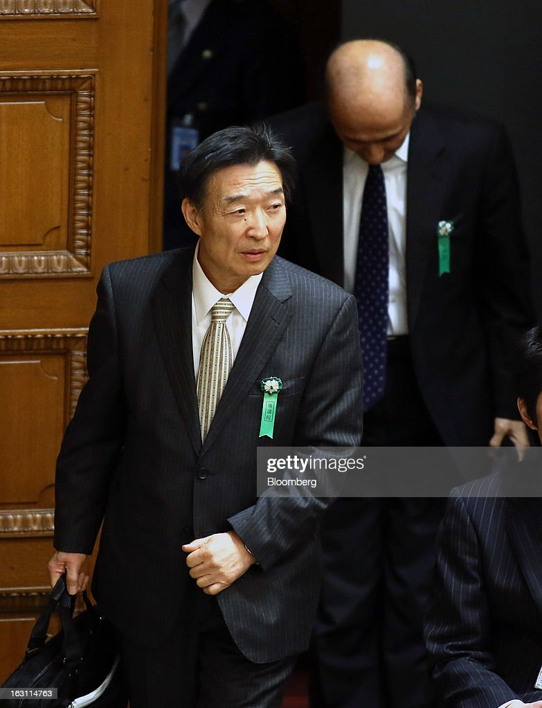 Kikuo Iwata, professor of economics at Gakushuin University and nominee for deputy governor of the Bank of Japan (BOJ), left, and Hiroshi Nakaso, assistant governor and executive director of the BOJ and nominee for second deputy governor of the BOJ, arrive for a confirmation hearing at the lower house of Parliament in Tokyo, Japan, on Tuesday, March 5, 2013. The Bank of Japan should buy longer-term bonds to help it achieve a 2 percent inflation target, said Iwata. Photographer: Haruyoshi Yamaguchi/Bloomberg via Getty Images