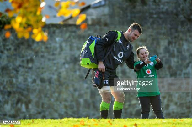 Kildare Ireland 9 November 2017 Peter O'Mahony has a selfie taken with supporter Jennifer Malone from Kildare before Ireland rugby squad training at...