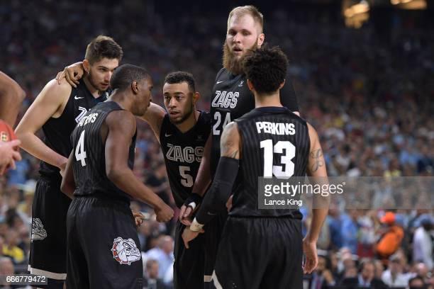 Killian Tillie Jordan Mathews Nigel WilliamsGoss Przemek Karnowski and Josh Perkins of the Gonzaga Bulldogs huddle during their game against the...