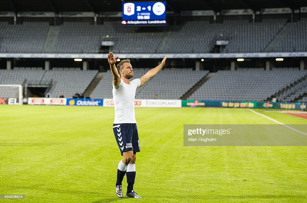 Kim Aabech of AGF thanking the fans of AGF after the Danish Alka Superliga match between AGF Aarhus and OB Odense at Ceres Park on May 26, 2016 in Aarhus, Denmark.