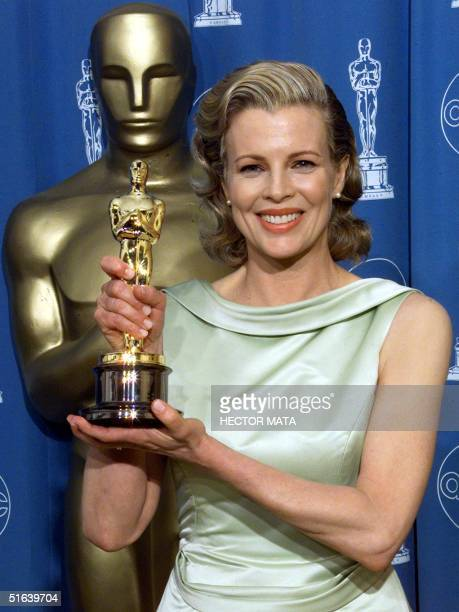 Kim Basinger winner for Best Supporting Actress in 'LA Confidential' poses for photographers with her Oscar 23 March at the 70th Annual Academy...