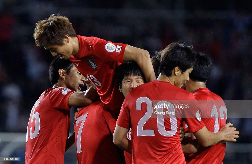 <a gi-track='captionPersonalityLinkClicked' href=/galleries/search?phrase=Kim+Bo-Kyung&family=editorial&specificpeople=6963360 ng-click='$event.stopPropagation()'>Kim Bo-Kyung</a> of South Korea celebrates after scoring a goal with his team mates <a gi-track='captionPersonalityLinkClicked' href=/galleries/search?phrase=Koo+Ja-Cheol&family=editorial&specificpeople=4894781 ng-click='$event.stopPropagation()'>Koo Ja-Cheol</a> and Lee Dong-Gook during the FIFA World Cup Asian Qualifier match between South Korea and Lebanon at Goyang Stadium on June 12, 2012 in Goyang, South Korea.