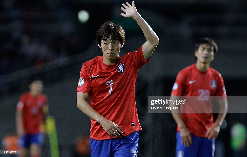 <a gi-track='captionPersonalityLinkClicked' href=/galleries/search?phrase=Kim+Bo-Kyung&family=editorial&specificpeople=6963360 ng-click='$event.stopPropagation()'>Kim Bo-Kyung</a> of South Korea reacts during the FIFA World Cup Asian Qualifier match between South Korea and Lebanon at Goyang Stadium on June 12, 2012 in Goyang, South Korea.
