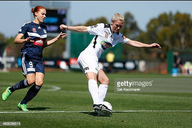 Kim Carroll of Perth competes with Laura Spiranovic during the round one WLeague match between the Melbourne Victory and Perth Glory at Broadmeadows...