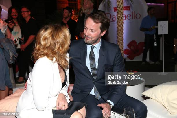 Kim Cattrall Boyfriend Stock Photos and Pictures | Getty ... Kim Cattrall Boyfriend