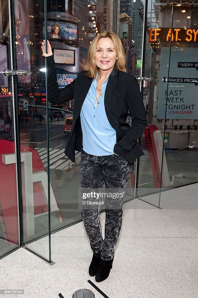 Kim Cattrall visits 'Extra' at their New York studios at H&M in Times Square on February 3, 2016 in New York City.