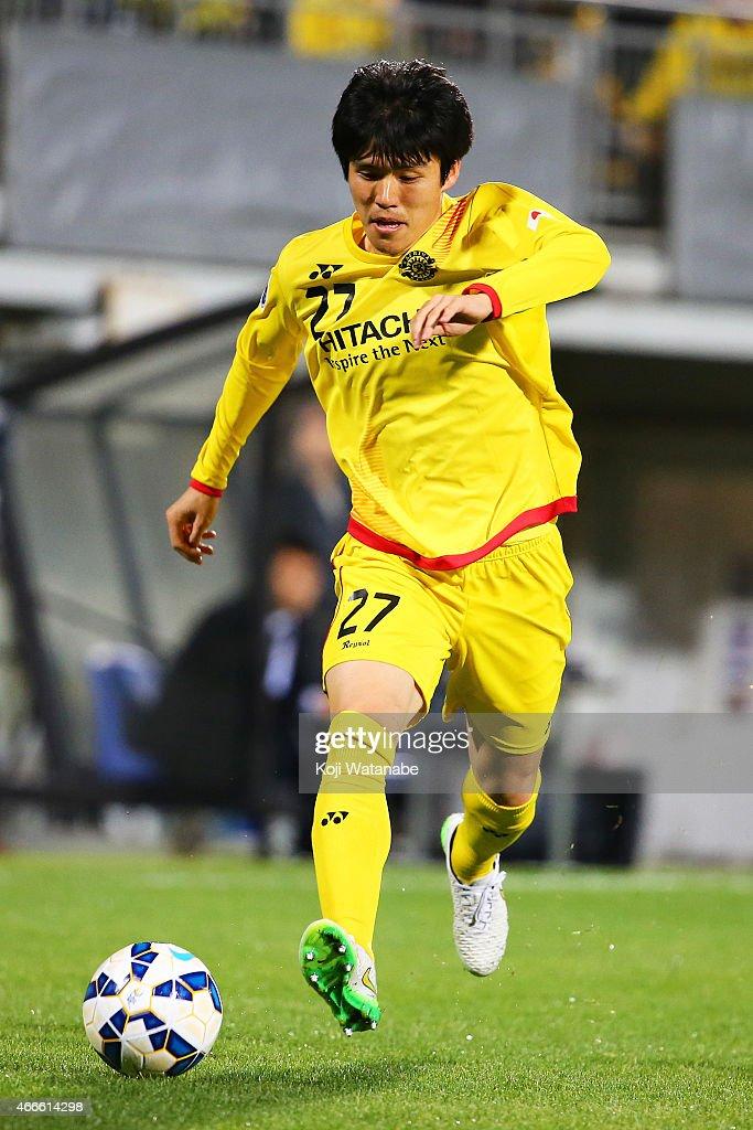 Kim Chang soo #27 of Kashiwa Reysol in action during the AFC Champions League Group E match between Kashiwa Reysol v Shandong Luneng FC at Hitachi Kashiwa Soccer Stadium on March 17, 2015 in Kashiwa, Japan.