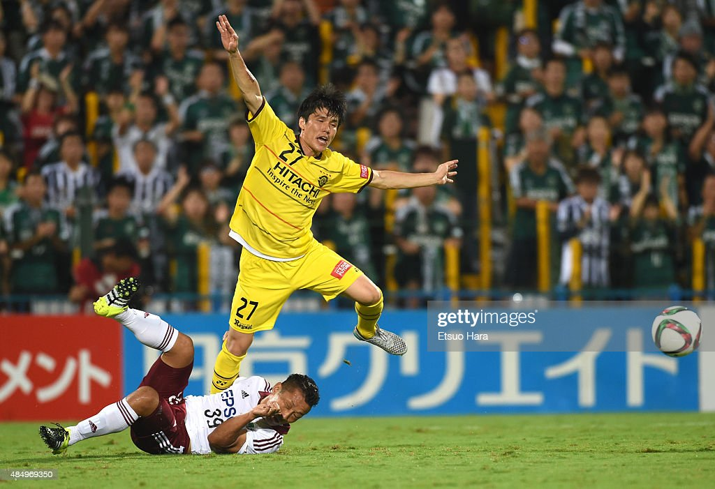 Kim Chang Soo of Kashiwa Reysol is tackled by <a gi-track='captionPersonalityLinkClicked' href=/galleries/search?phrase=Yoshiro+Abe&family=editorial&specificpeople=7728465 ng-click='$event.stopPropagation()'>Yoshiro Abe</a> of Matsumoto Yamaga during the J.League match between Kashiwa Reysol and Matsumoto Yamaga at Hitachi Kashiwa Soccer Stadium on August 20, 2015 in Kashiwa, Chiba, Japan.