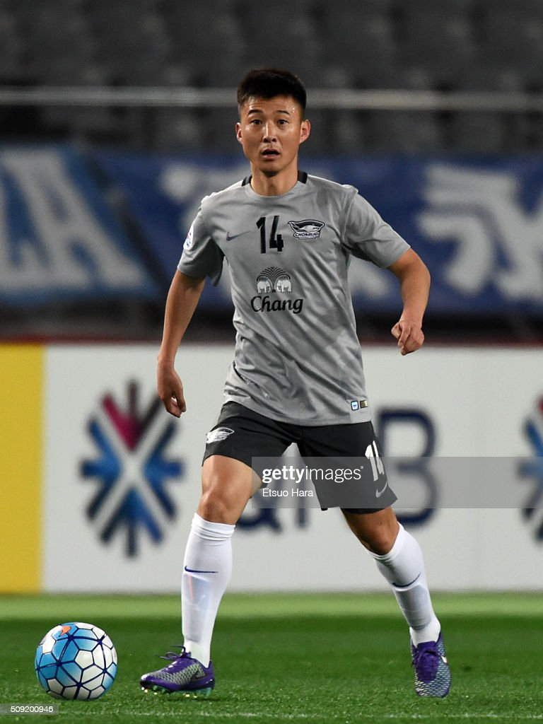 Kim Cheolho of Chonburi FC in action during the AFC Champions League playoff round match between FC Tokyo and Chonburi FC at the Tokyo Stadium on February 9, 2016 in Chofu, Japan.