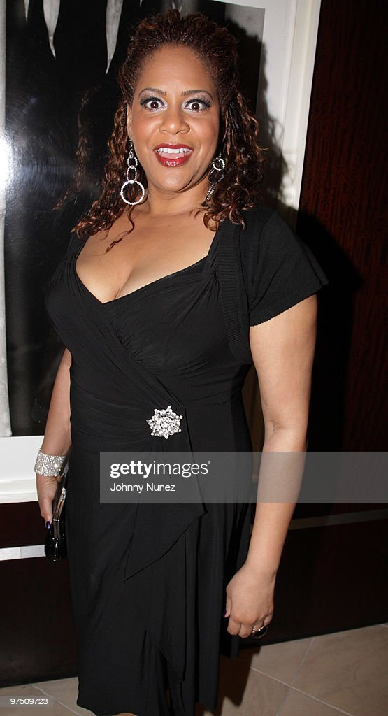<a gi-track='captionPersonalityLinkClicked' href=/galleries/search?phrase=Kim+Coles&family=editorial&specificpeople=984385 ng-click='$event.stopPropagation()'>Kim Coles</a> attends a celebration of African American Oscar winners and nominees at Luxe Hotel on March 6, 2010 in Los Angeles, California.