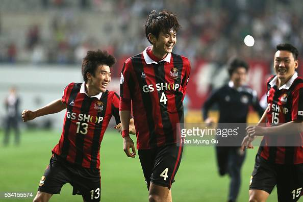 Kim DongWoo of FC Seoul celebrates with team mates after winning the penalty shootout during the AFC Champions League Round Of 16 match between FC...
