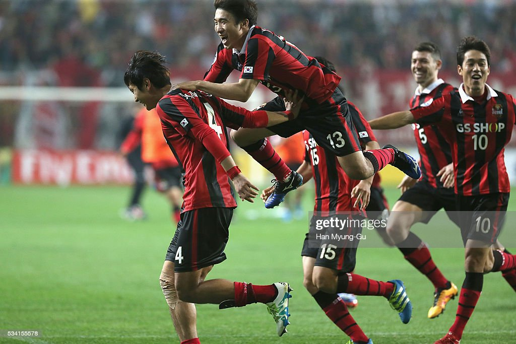 Kim Dong-Woo of FC Seoul celebrates with team mates after winning the penalty shootout during the AFC Champions League Round Of 16 match between FC Seoul and Urawa Red Diamonds at Seoul World Cup Stadium on May 25, 2016 in Seoul, South Korea.