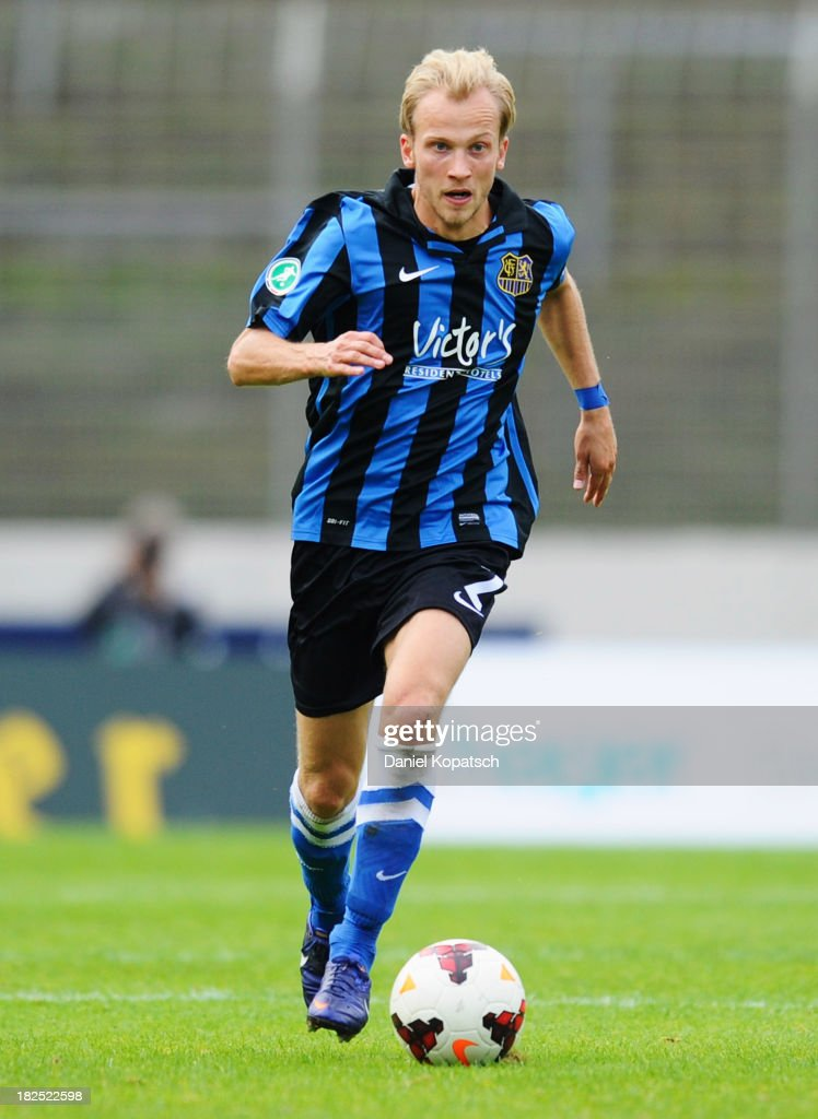 Kim Falkenberg of Saarbruecken controls the ball during the third Bundesliga match between 1. FC Saarbruecken and Darmstadt 98 on September 28, 2013 in Saarbruecken, Germany.