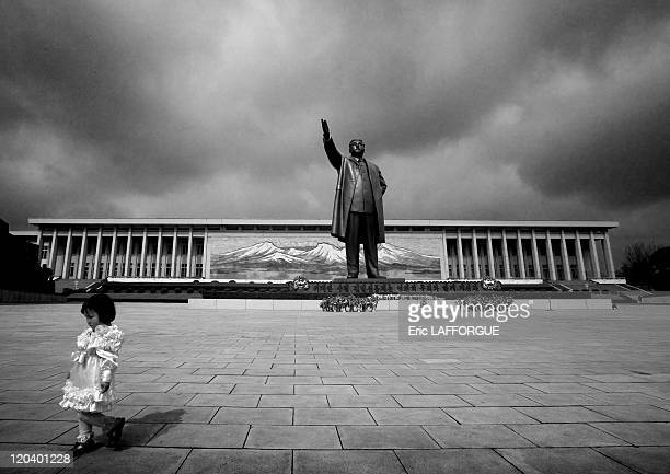 Kim Il Sung Statue in Mansudae Hill North Korea Mansudae Hill in Pyongyang the 20 meter tall bronze statue of the 'Great Leader' Kim IlSung Many...