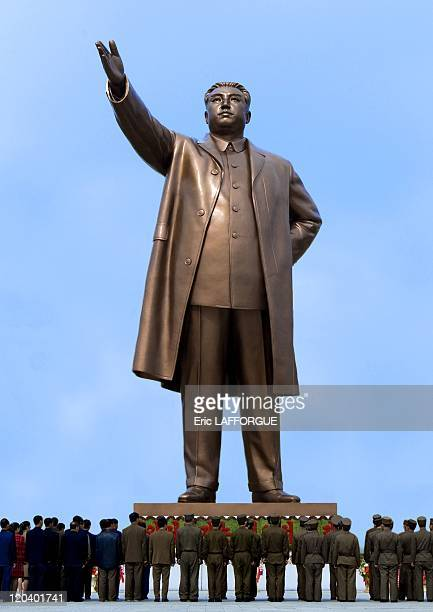 Kim Il Sung Statue in North Korea on April 13 2008 Mansudae Hill in Pyongyang the 20 meter tall bronze statue of the 'Great Leader' Kim IlSung Many...