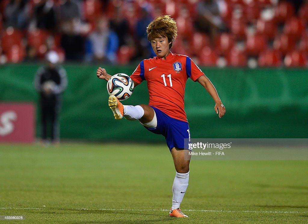 Kim Inji of Korea Republic controls the ball during the FIFA U-20 Women's World Cup Canada 2014 Group D match between Korea Republic and Mexico at the National Soccer Stadium on August 13, 2014 in Toronto, Canada.