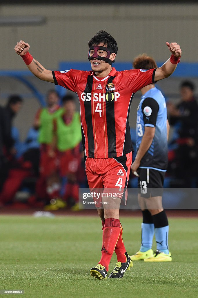 Kim Ju Young #4 of FC Seoul celebrates the win during the AFC Champions League Round of 16 match between Kawasaki Frontale and FC Seoul at Todoroki Stadium on May 7, 2014 in Kawasaki, Japan.