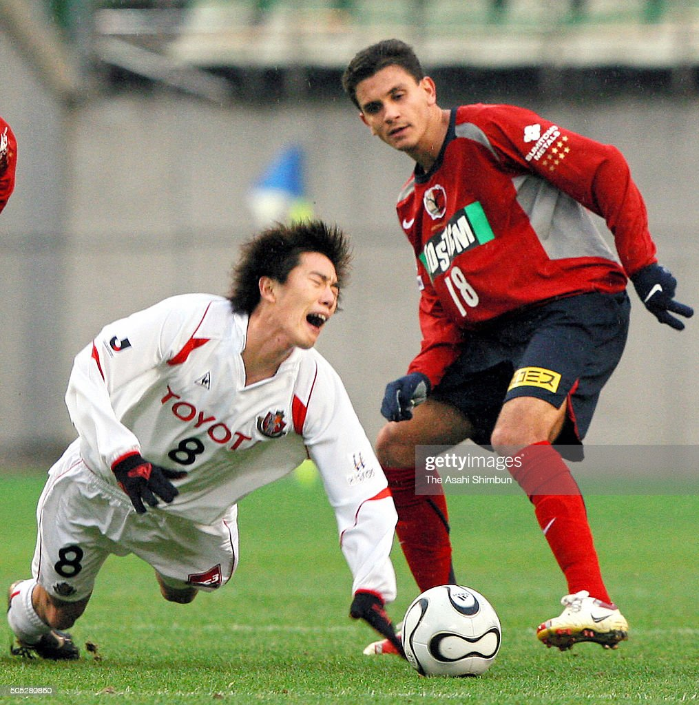 Kim Jung-woo of Nagoya Grampus Eight is challenged by Fabio Santos of Kashima Antlers during the 86th Emperor's Cup fifth round match between Kashima Antlers and Nagoya Grampus Eight at Kashima Soccer Stadium on December 9, 2006 in Kashima, Ibaraki, Japan.