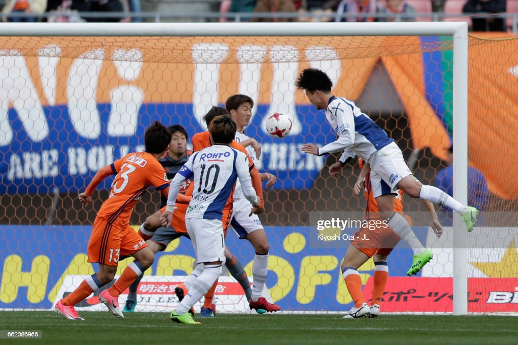 Kim Jungya (1st R) of Gamba Osaka heads to score his side's second goal during the J.League J1 match between Albirex Niigata and Gamba Osaka at Denka Big Swan Stadium on April 1, 2017 in Niigata, Japan.
