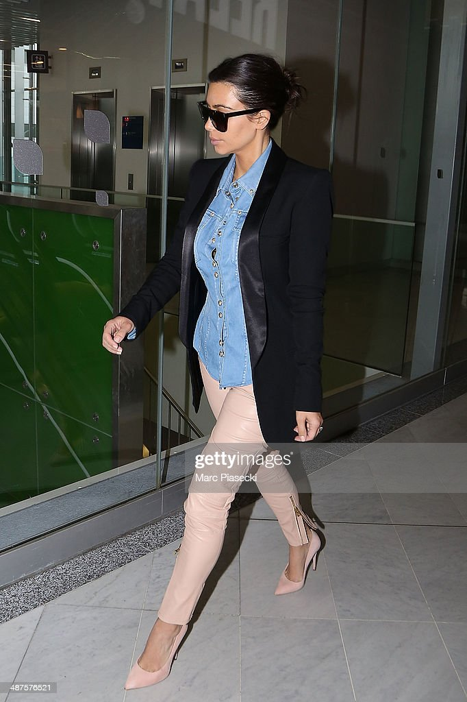 Kim Kardashian arrives at the 'Charles-de-Gaulle' airport on May 1, 2014 in Paris, France.