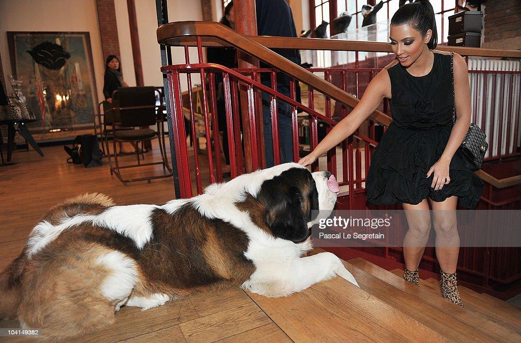 ACCESS*** Kim Kardashian strokes a dog at the Azzedine Alaia boutique on September 16 2010 in Paris France