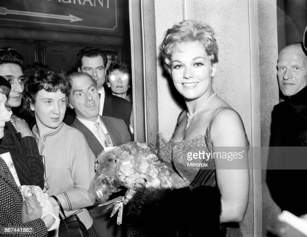 Kim Novak attends the premiere of the 'Middle of the Night' June 1959