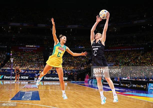 Kim Ravaillion of the Diamonds competes with Laura Langman of New Zealand during the 2015 Netball World Cup Gold Medal match between Australia and...