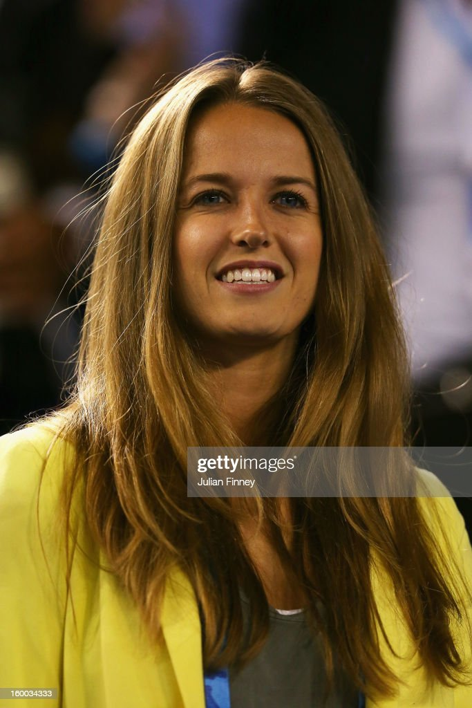 <a gi-track='captionPersonalityLinkClicked' href=/galleries/search?phrase=Kim+Sears&family=editorial&specificpeople=582322 ng-click='$event.stopPropagation()'>Kim Sears</a>, girlfriend of Andy Murray watches Andy Murray of Great Britain and Roger Federer of Switzerland in their semifinal match during day twelve of the 2013 Australian Open at Melbourne Park on January 25, 2013 in Melbourne, Australia.