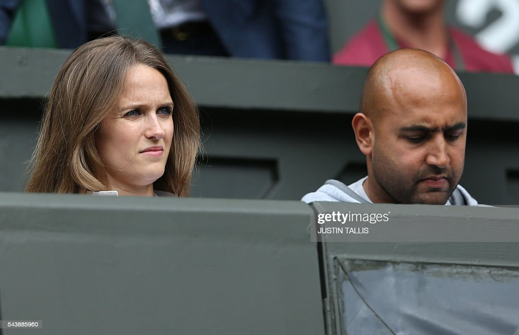 Kim Sears (L), the wife of Andy Murray and his physio Shane Annun arrive to watch Andy Murray play Taiwan's Lu Yen-hsun in their men's singles second round match on the fourth day of the 2016 Wimbledon Championships at The All England Lawn Tennis Club in Wimbledon, southwest London, on June 30, 2016. / AFP / JUSTIN