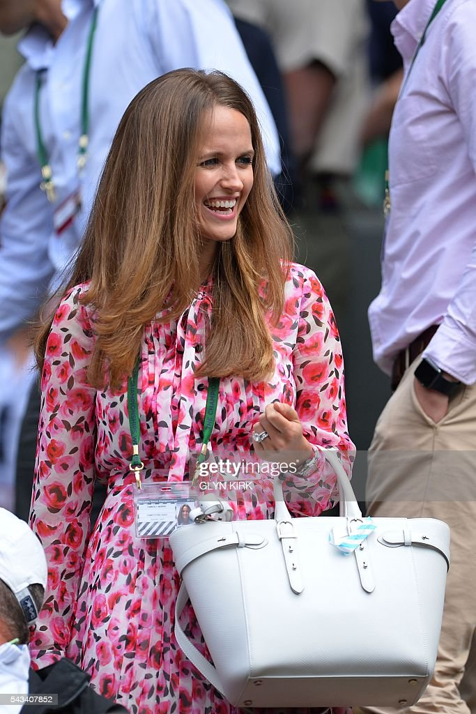 Kim Sears, wife of Britain's Andy Murray, arrives to watch her husband play against Britain's Liam Broady during their men's singles first round match on the second day of the 2016 Wimbledon Championships at The All England Lawn Tennis Club in Wimbledon, southwest London, on June 28, 2016. / AFP / GLYN