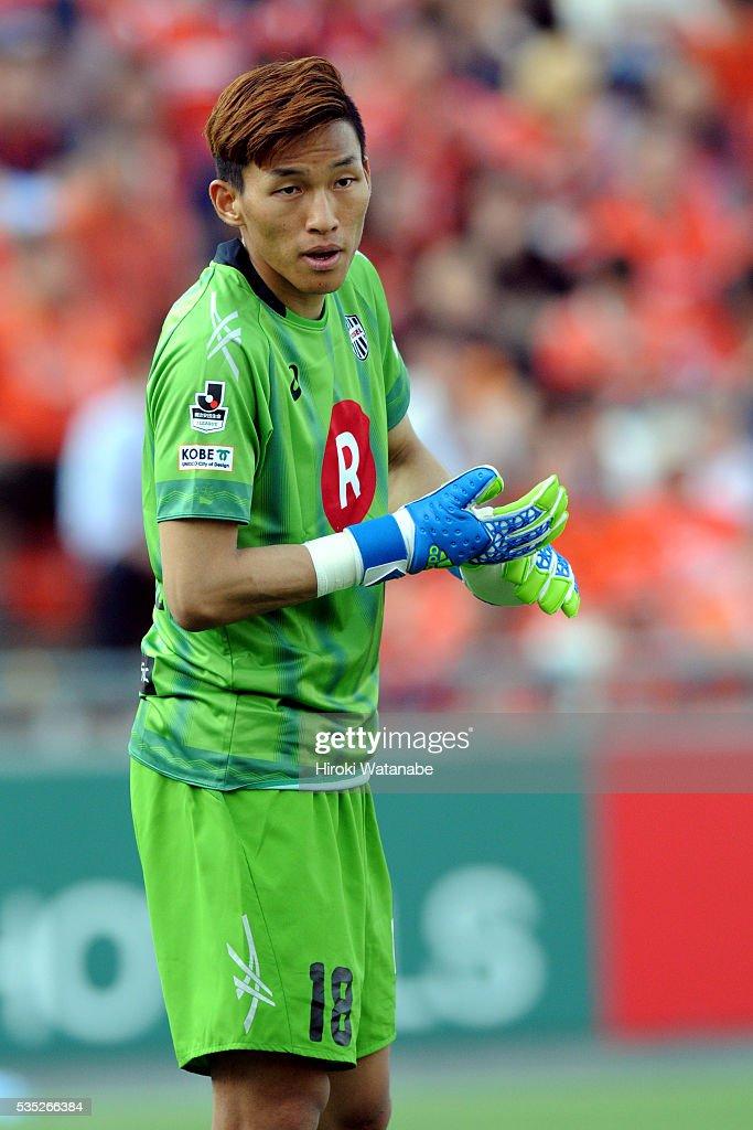 Kim Seung Gyu of Vissel Kobe in action during the J.League match between Omiya and Vissel Kobe at the Nack 5 Stadium Omiya on May 29, 2016 in Saitama, Japan.
