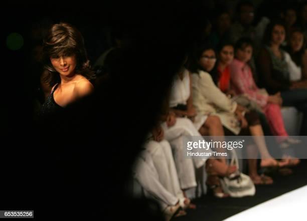 Kim Sharma at Nalandda Bhandari's show during Lakme Fashion Week at NCPA
