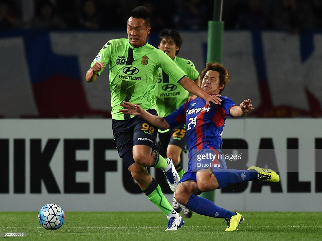 Kim Shin Wook of Jeonbuk Hyundai Motors#99 and Kazunori Yoshimoto of FC Tokyo compete for the ball during the AFC Champions League Group E match between FC Tokyo and Jeonbuk Hyundai Motors at the Ajinomoto Stadium on April 20, 2016 in Chofu, Tokyo, Japan.