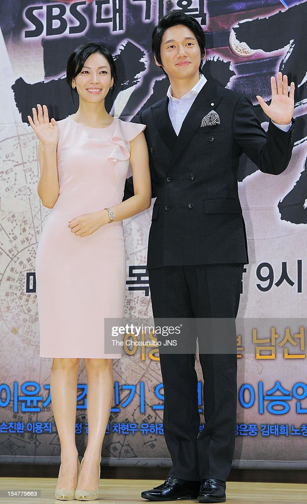 Kim So-Yeon and Song Chang-Eui attend the SBS Drama 'The Great Seer' Press Conference at SBS Building on September 26, 2012 in Seoul, South Korea.