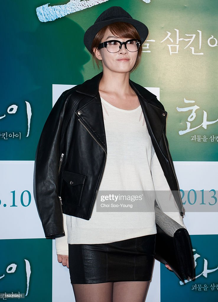<a gi-track='captionPersonalityLinkClicked' href=/galleries/search?phrase=Kim+Sun-A&family=editorial&specificpeople=4360741 ng-click='$event.stopPropagation()'>Kim Sun-A</a> attends the 'Hwai' VIP press screening at COEX Megabox on October 2, 2013 in Seoul, South Korea.