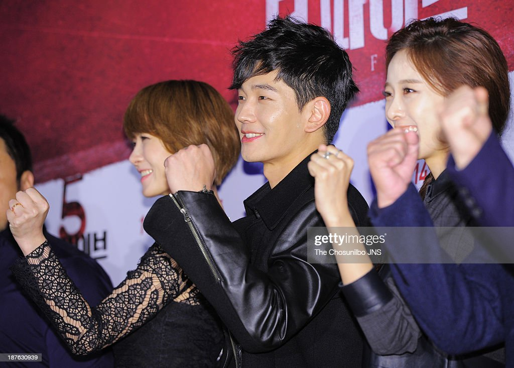 <a gi-track='captionPersonalityLinkClicked' href=/galleries/search?phrase=Kim+Sun-A&family=editorial&specificpeople=4360741 ng-click='$event.stopPropagation()'>Kim Sun-A</a>, On Joo-Wan and Lee Chung-Ah attend the 'The Five' VIP press screening at Wangsimni CGV on November 8, 2013 in Seoul, South Korea.