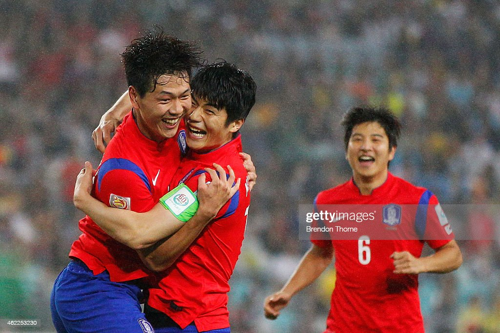 Kim Young Gwon of Korea Republic celebrates with team mate Ki Sung Yueng after scoring a goal during the Asian Cup Semi Final match between Korea Republic and Iraq at ANZ Stadium on January 26, 2015 in Sydney, Australia.