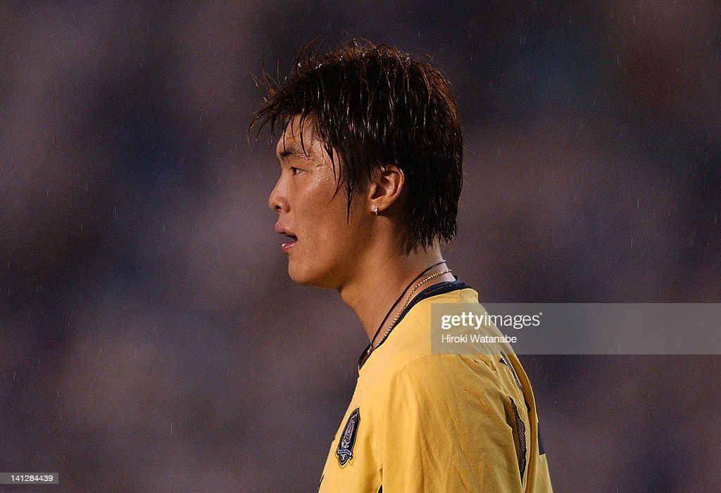 Kim Young-Kwang of South Korea in action during the international friendly match between Japan and South Korea at the National Stadium on July 23, 2004 in Tokyo, Japan.