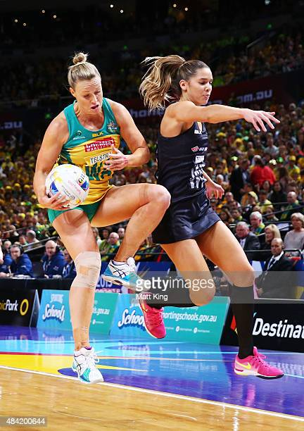 Kimberlee Green of the Diamonds is challenged by Kayla Cullen of New Zealand during the 2015 Netball World Cup Gold Medal match between Australia and...
