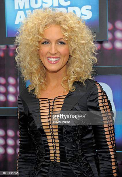 Kimberly Roads Schlapman of Little Big Town attend the 2010 CMT Music Awards at the Bridgestone Arena on June 9 2010 in Nashville Tennessee