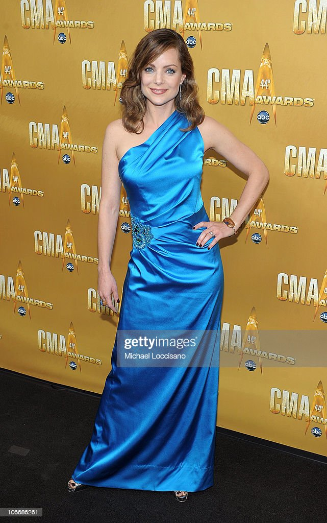 Kimberly Williams Paisley attends the 44th Annual CMA Awards at the Bridgestone Arena on November 10, 2010 in Nashville, Tennessee.