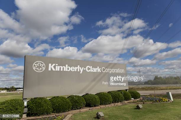 KimberlyClark Corp signage stands at the entrance to the company's plant in Paris Texas US on Tuesday Oct 27 2015 KimberlyClark a global health and...