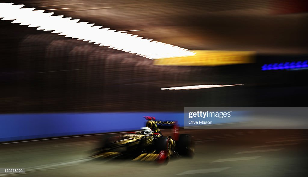 <a gi-track='captionPersonalityLinkClicked' href=/galleries/search?phrase=Kimi+Raikkonen&family=editorial&specificpeople=201904 ng-click='$event.stopPropagation()'>Kimi Raikkonen</a> of Finland and Lotus drives during qualifying for the Singapore Formula One Grand Prix at the Marina Bay Street Circuit on September 22, 2012 in Singapore, Singapore.