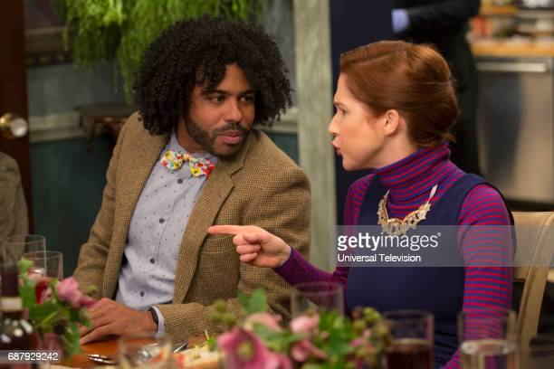 SCHMIDT 'Kimmy Googles the Internet' Episode 311 Pictured Daveed Diggs as Perry Ellie Kemper as Kimmy Schmidt