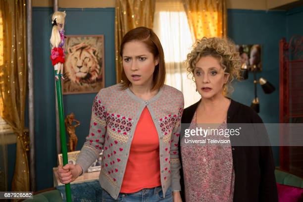 SCHMIDT 'Kimmy Learns About the Weather' Episode 307 Pictured Ellie Kemper as Kimmy Schmidt Carol Kane as Lillian Kaushtupper